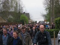 Drukte na de doorkomst in Doorn België kasseienstrook