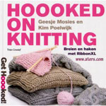 Hooked on Knitting door Geesje Mosies en Kim Poelwijk