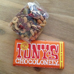 nootjes en Tony's chocolonely