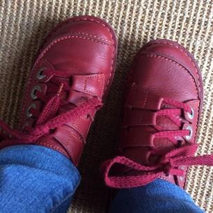 nieuwe rode schoenen clarks funny story