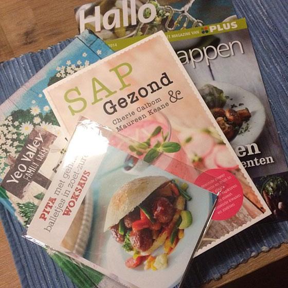 magazines, kookboeken en kaartjes