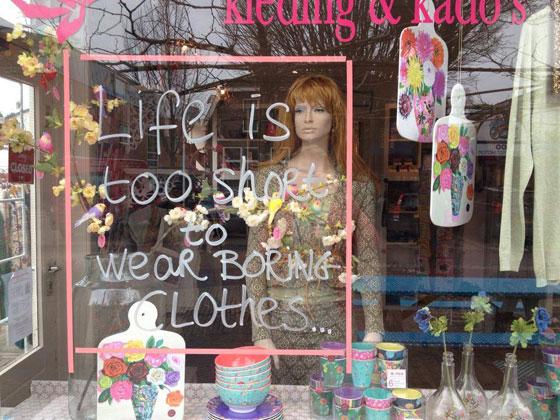 etalage Niki Kleding & Kado's in Doorn