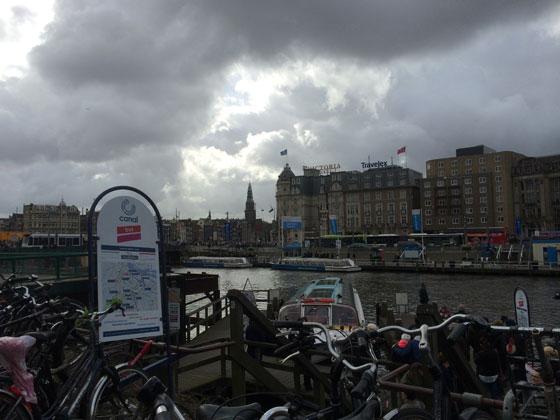 donkere wolken en zon, Hollands weer