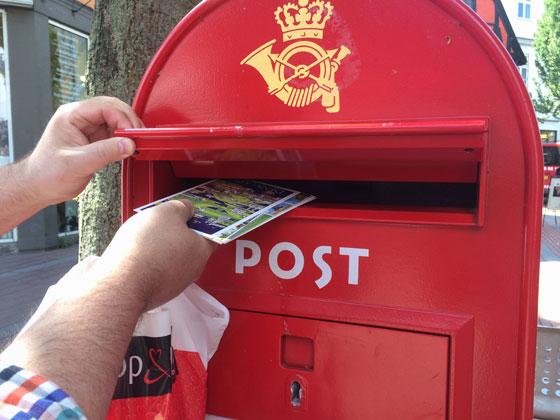 kaarten op de post doen