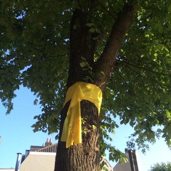 tie a yellow ribben