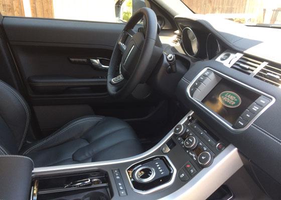 Range Rover Evoque interieur automaat dashboard vanaf bijrijderskant