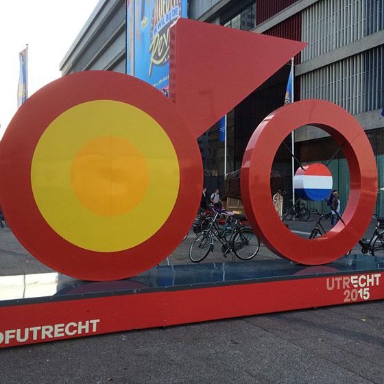 De Tour de France fiets bij Utrecht Centraal Jaarbeurszijde