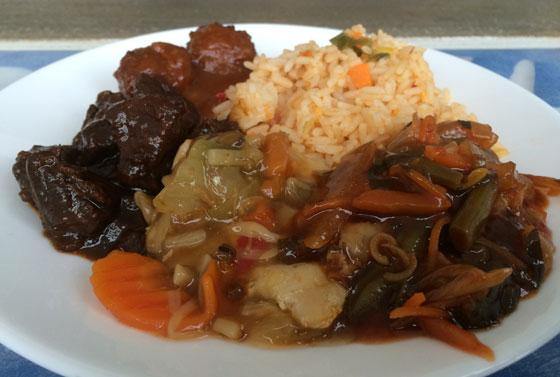 Indische rijsttafel van de fresh food poelier