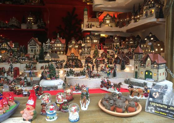 kleine kersthuisjes kraam