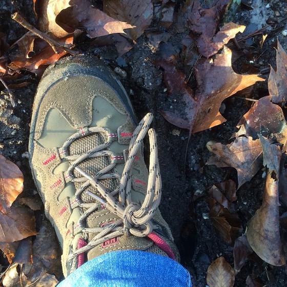 wandelschoenen in de modder
