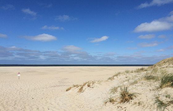 Strandwandeling De Koog & Vuurtoren De Cocksdorp brede stranden