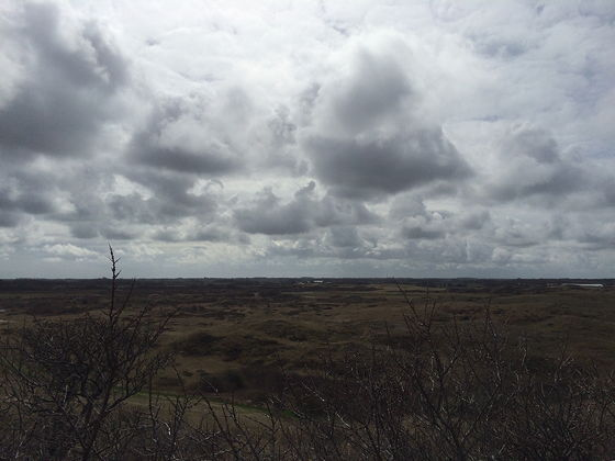 Wandeling De Muy op Texel grijze wolken