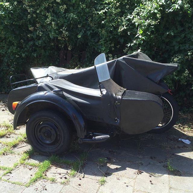 oude motor met zijspan