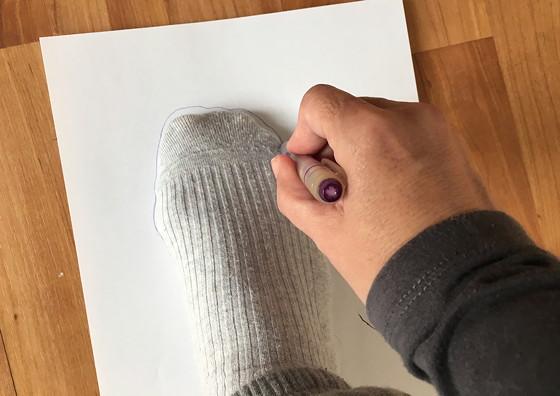 warme sloffen voet omtrekken