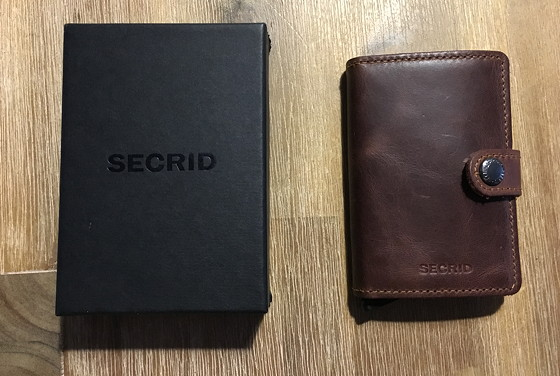 Secrid Mini Wallet vintage brown  naast doosje