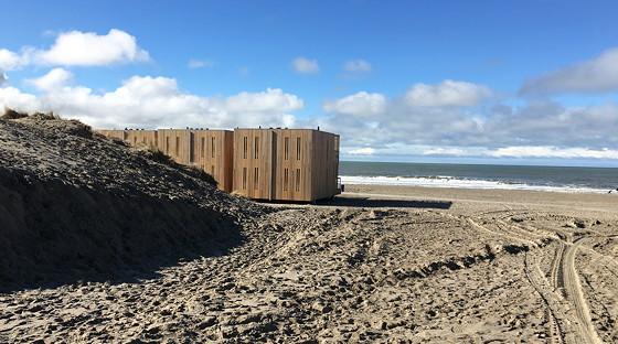 Ploggen 7 Maart 2016: Strandhuisjes van Landal Beachvilla's op de hoek rechter strandhuisje