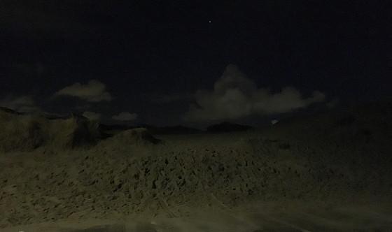 Ploggen 7 Maart 2016: Strandhuisjes van Landal Beachvilla's duinen donker