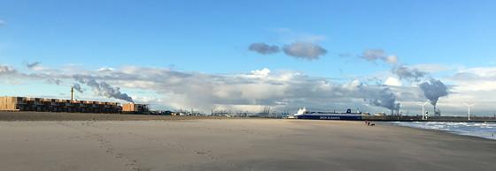 Ploggen 8 Maart 2016: Rondje Hoek van Holland en Bunkers in de duinen boot op strand