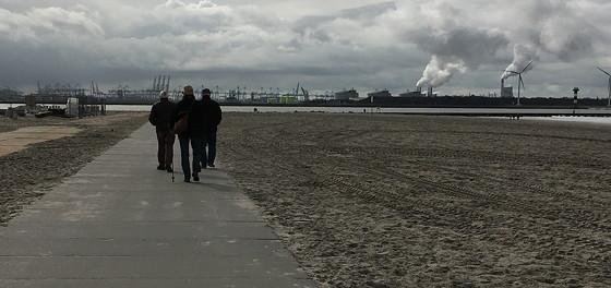 Ploggen 8 Maart 2016: Rondje Hoek van Holland en Bunkers in de duinen wandelen met de jongepieren