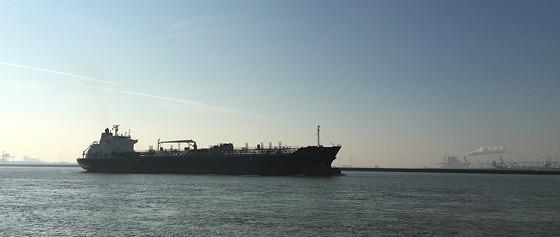 Ploggen 10 Maart 2016: Wandeling op de pier en op visite tanker