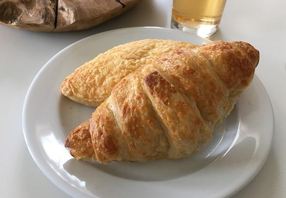 Ploggen 10 Maart 2016: Wandeling op de pier en op visite kaas broodje hamkaascroissant