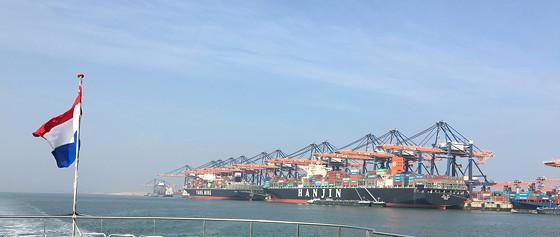 Ploggen 11 Maart 2016: Bezoek Futureland en Rondvaart Maasvlakte 2 twee containerschepen