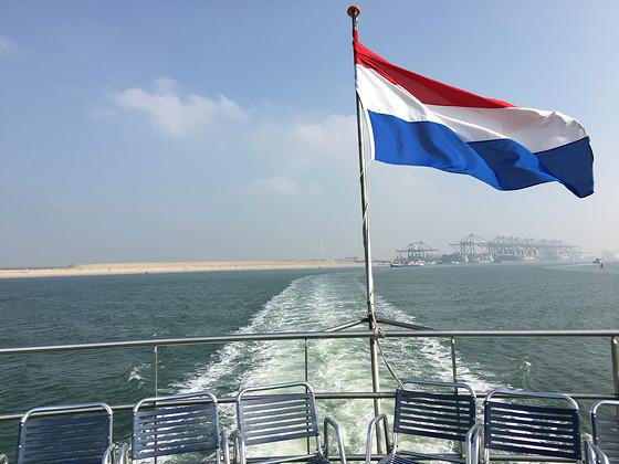 Ploggen 11 Maart 2016: Bezoek Futureland en Rondvaart Maasvlakte 2 even doorvaren