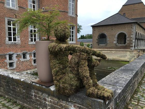Shoppen in België en Bezoek Alden Biesen creatief met mos
