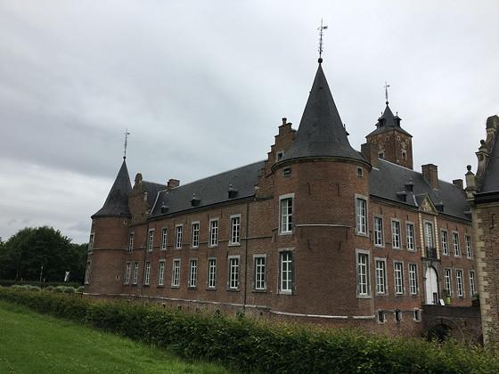 Shoppen in België en Bezoek Alden Biesen torens
