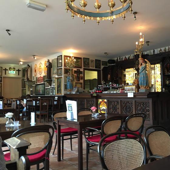 zwarte madonna eetcafé