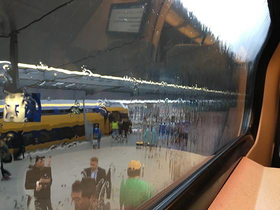 Hapjes in de Panorama Rail Restaurant Trein utrecht