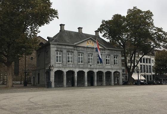 Ploggen 27 Oktober 2016: Dagje Maastricht Hoofdwacht op het vrijthof