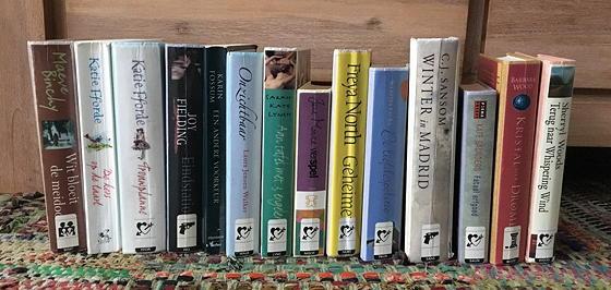 rij boeken boekenverkoop bibliotheek